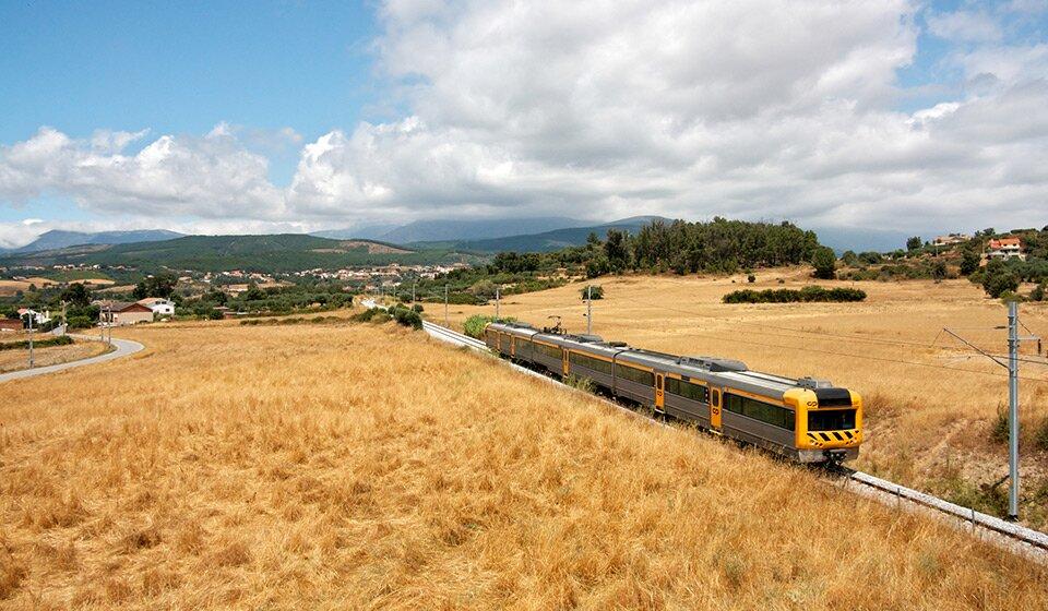 Поезд Regional 5674 в Португалии, 2011