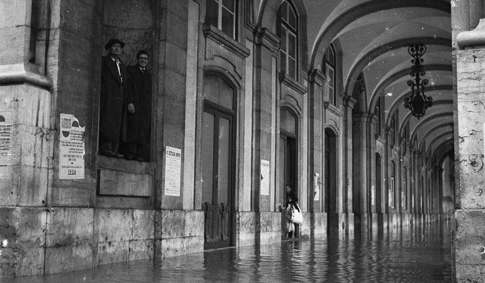 Наводнение в Лиссабоне 18 ноября 1945, Praça do Comércio. Фото CML