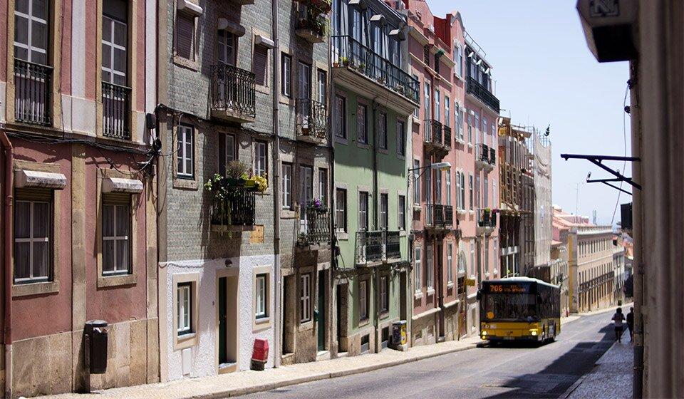 Транспорт в Лиссабоне. Фото Helen Deni