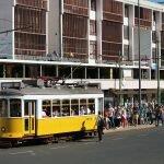 Остановка трамвая №28 в Лиссабоне