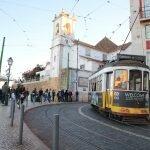 Лиссабонский трамвай в районе Алфама