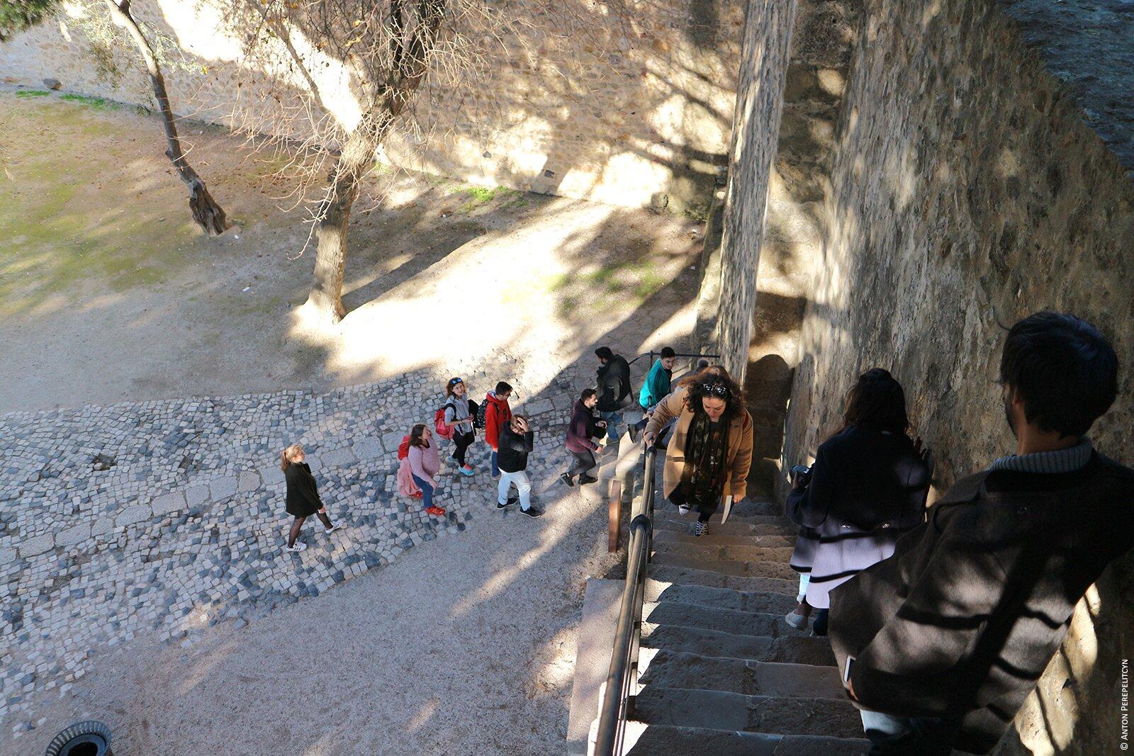 Стены замка в ЛПодъем на стены замка в Лиссабонеиссабоне