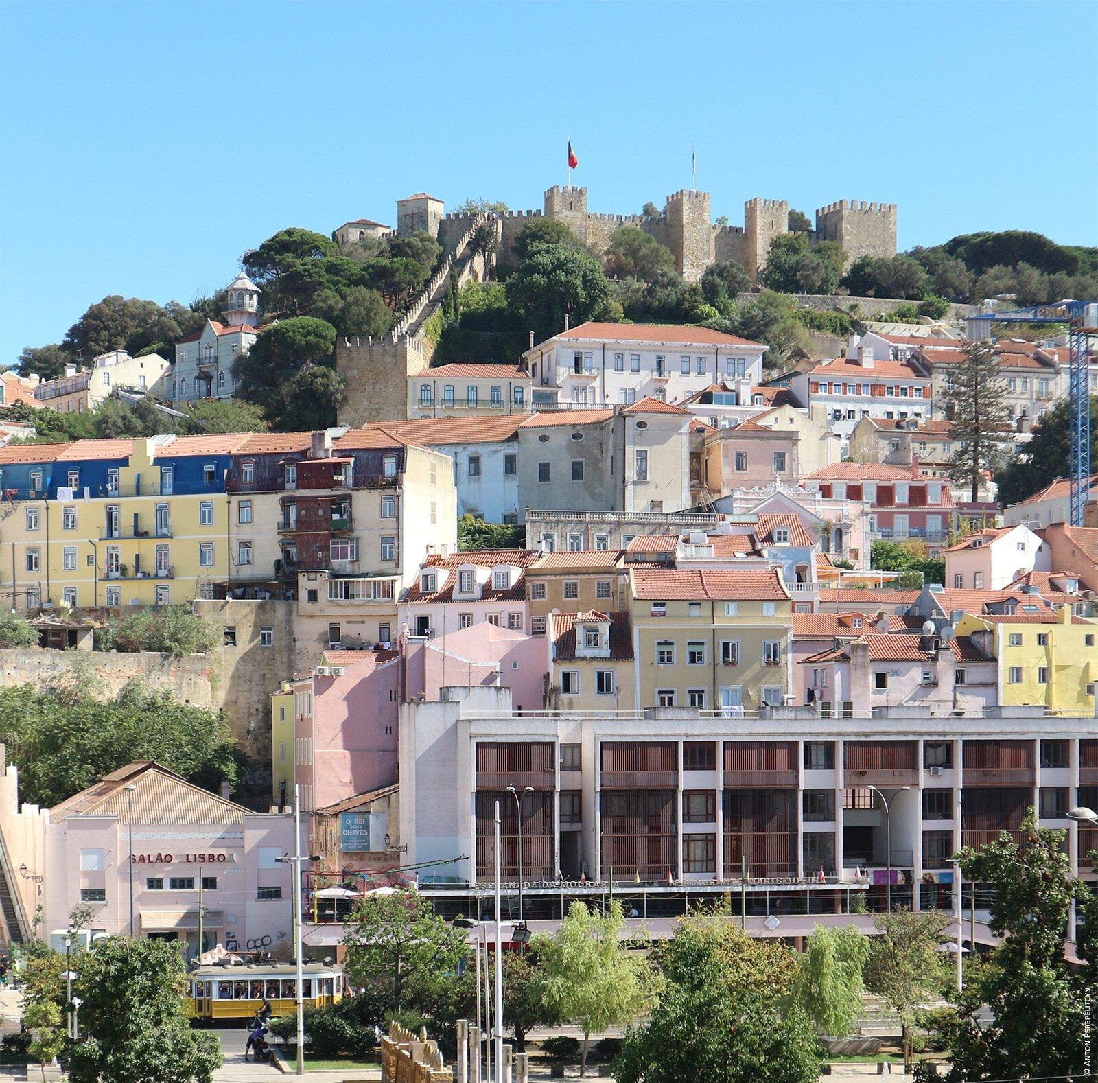 Вид на Castelo de São Jorge