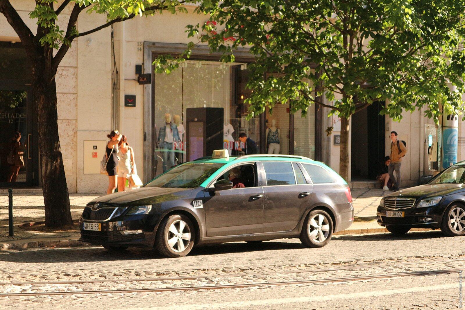 Стоянка такси в районе Chiado